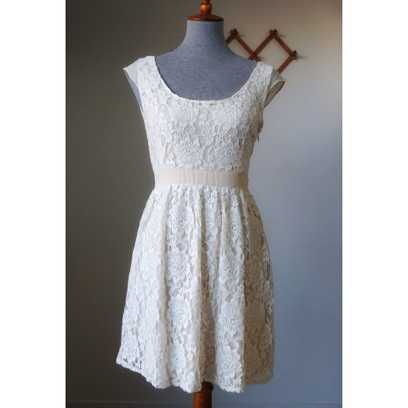American Eagle Outfitters Dresses & Skirts - American Eagle Outfitters Lined Lace Dress